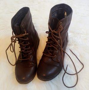 Nine West excellent condition tie up calf boots